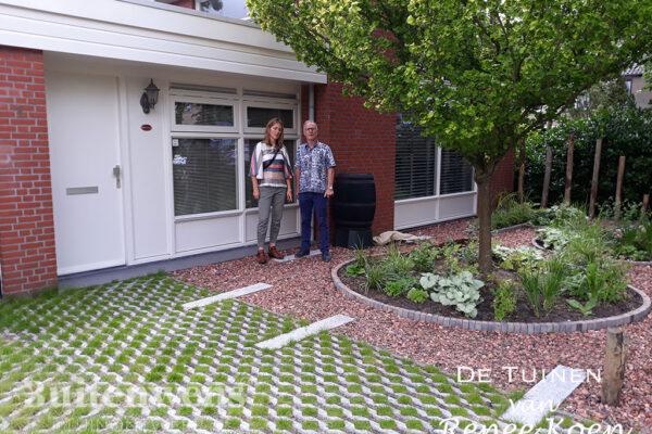 De-Tuinen-van-Renee-Koen-grastegel-betonband-split-voortuin-ronde-vormen